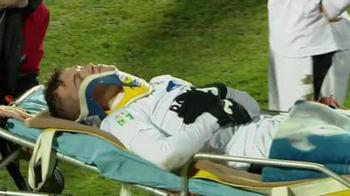 Un jucator din Liga a II-a, la un pas de tragedie, dupa o lovitura in plin: a ramas inert pe gazon, iar medicii s-au chinuit 5 minute sa-l scoata de pe teren