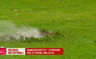 Au aruncat cu petarde pana au facut gauri in gazon! Bombardament la unul dintre derby-urile Argentinei. VIDEO
