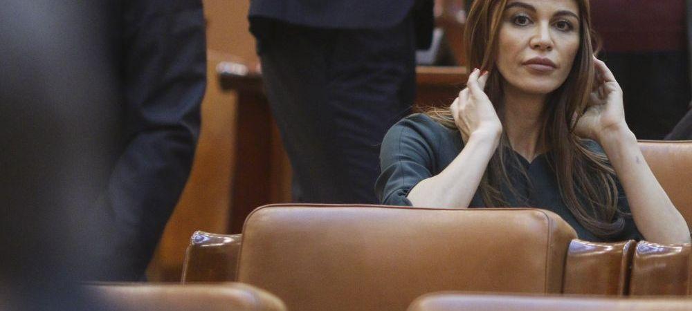 """SURPRIZA TOTALA   Sexy-parlamentara Andreea Cosma a spus """"DA""""! Un fost jucator al Stelei este alesul"""