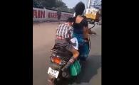 Imagini ireale! Ce facea un pusti de 10 ani pe motocicleta, in mers, in spatele mamei sale