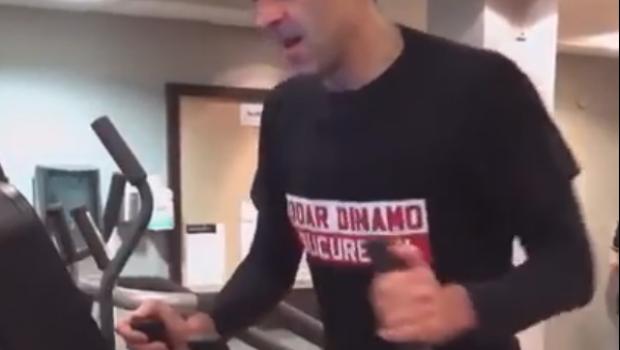 """""""Doar Dinamo Bucuresti!"""" Prima reactie a lui Ronnie O'Sullivan despre tricoul primit cadou de la dinamovisti: """"Chiar si eu am fost surprins!"""""""