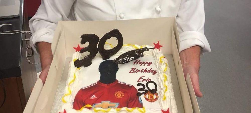 """""""24, noul 30"""" Bucatarul lui Manchester United a gresit varsta de pe tortul lui Bailly! Reactia de milioane a jucatorului. FOTO"""