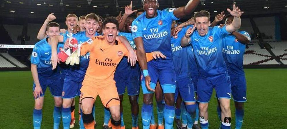 """""""Campionii, campionii!"""" Vlad Dragomir, perla de la U19, a cucerit titlul cu Arsenal, la juniori! Romanul, pe drumul catre Premier League"""