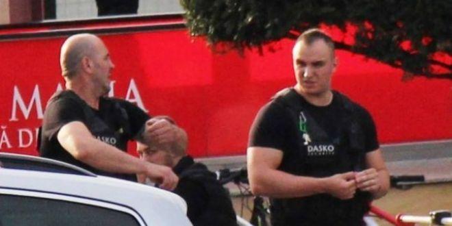 Student sechestrat si batut de paznicii unui mall, dupa ce a fotografiat un santier