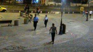 Tânăr înarmat cu o sabie în Centrul Vechi al Capitalei. Pe cine căuta. VIDEO