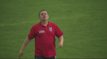 Lacatus a cedat: s-a injurat cu un suporter, in fata camerelor TV! VIDEO // Steaua s-a intors in timp, pe o bomba de stadion din Ferentari
