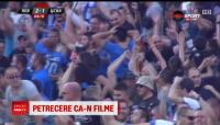FA-BU-LOS! Gerard Butler l-a luat in brate pe romanul Bus in vestiarul lui Levski! :)) VIDEO: ce s-a intamplat dupa derby-ul cu TSKA