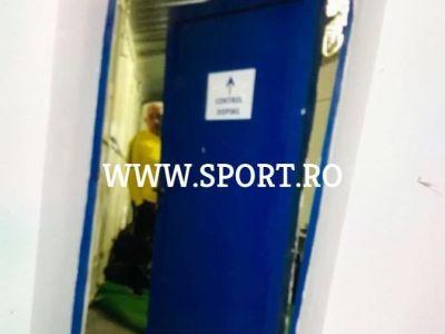 FOTO | Stelistii au turbat la finalul meciului si au rupt usa vestiarului de nervi ca au pierdut