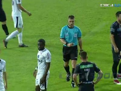 Toata Europa rade de Istvan Kovacs! Arbitrul roman a stropit un jucator cu spray pe fata in timpul meciului :) VIDEO