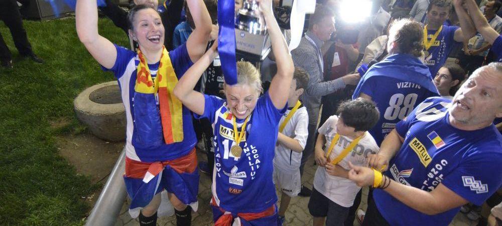 Imagini SENZATIONALE! Au luat trofeul si au mers in FATA salii. Ce s-a intamplat dupa finala cu Vipers