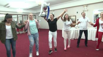 Au facut HORA cu trofeul EHF! Party oltenesc pentru fetele de la Craiova dupa victoria cu Vipers. VIDEO
