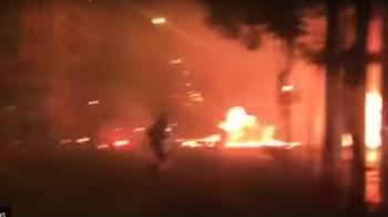 RAZBOI pe strazile din Atena! Fanii echipei lui Razvan Lucescu s-au batut cu fanii lui AEK inainte de finala Cupei! Meciul, in pericol! VIDEO