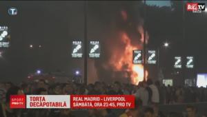 Imaginile nebuniei la Belgrad: suporterii Steaua Rosie au dat foc autocarului la sarbatoarea de titlu VIDEO