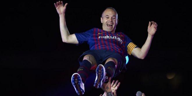 Iniesta uimeste lumea fotbalului cu gestul sau.  Magicianul  catalanilor si-a luat adio de la FC Barcelona intr-un mod unic