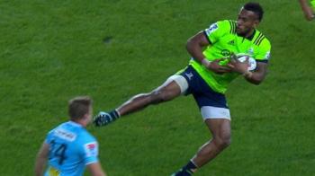 "VIDEO: Lovitura ""Van Damme"" la rugby! Ce s-a intamplat cu jucatorul lovit"