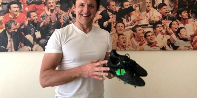 Impresionant! Cati bani a primit Popescu pe ghetele de la finala Cupei UEFA din 2000, dupa ce le-a scos la licitatie pe Facebook! Toti bani merg la Nesu