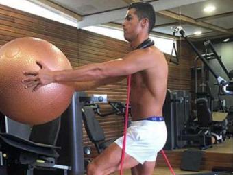 Fizicul lui Ronaldo, cu 10 ani mai tanar decat o arata buletinul! Secretele lui Cristiano: ce mananca si de ce face dusuri reci chiar si la 3 dimineata