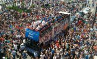 Bucurie nebuna la Craiova! Mii de oameni pe strazi la turul de onoare al jucatorilor, alaturi de trofeul Cupei Romaniei