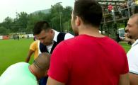 """Nationala a unit romanii din TOATA Austria! """"BUDESCU! BUDESCU!"""" Un fan i-a pupat mana lui Contra. VIDEO"""