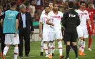 Toti jucatorii au fugit imediat spre banca de rezerve sa MANANCE! Motivul incredibil pentru care portarul Tunisiei a simulat o accidentare sub ochii lui Mircea Lucescu