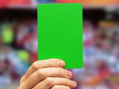 Moment istoric! S-a acordat primul cartonas verde din fotbal! La ce meci a avut loc evenimentul si pe ce motiv
