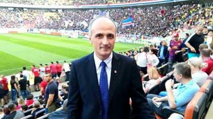 Suporter de seama la meci! Florin Talpan a venit sa-i faca galerie lui Budescu! In sfarsit, are voie sa se bucure la gol :)