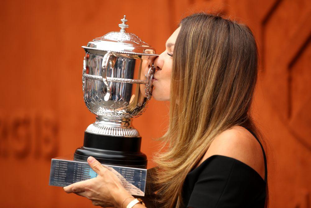 LIVE VIDEO Simona Halep prezinta trofeul Roland Garros pe National Arena