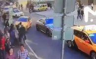O masina a intrat intr-un grup de suporteri de la Cupa Mondiala! 8 raniti | VIDEO SOCANT
