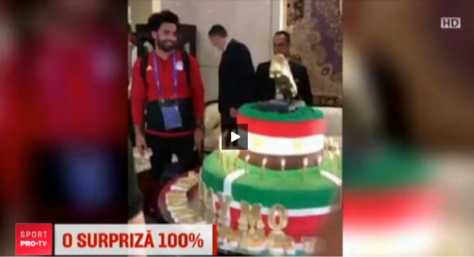 Surpriza pentru Salah: a primit un tort de 100 kg de ziua lui