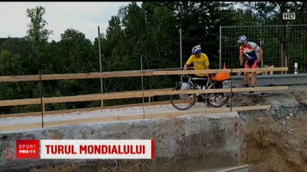 Un grup de fani croati au venit cu bicicletele in Rusia