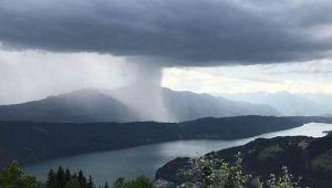 "Fenomen rar filmat in Austria: ""Tsunami cazut din cer"""
