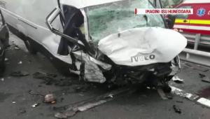 Imagini surprinse de o camera de bord cu accidentul cutremurator de pe A1, soldat cu 4 morti. VIDEO