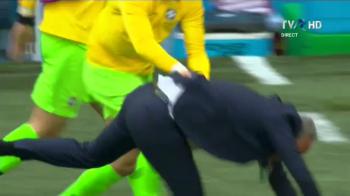 Cupa Mondiala 2018. Bucurie NEBUNA pentru Tite la golul lui Coutinho in prelungiri! Selectionerul Braziliei a fost DOBORAT de jucatori. FOTO
