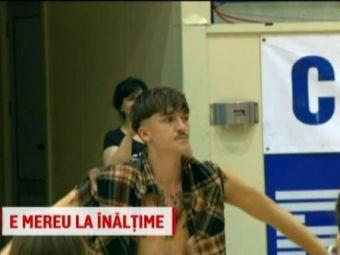 """Castigatorul de la """"Romanii au talent"""" preda cursuri de dans la Brasov! Emil Rengle face sport de 20 de ani."""