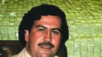 Cum arata mormantul lui Pablo Escobar, cu gresie Versace, braduleti si pietre funerare placate cu aur