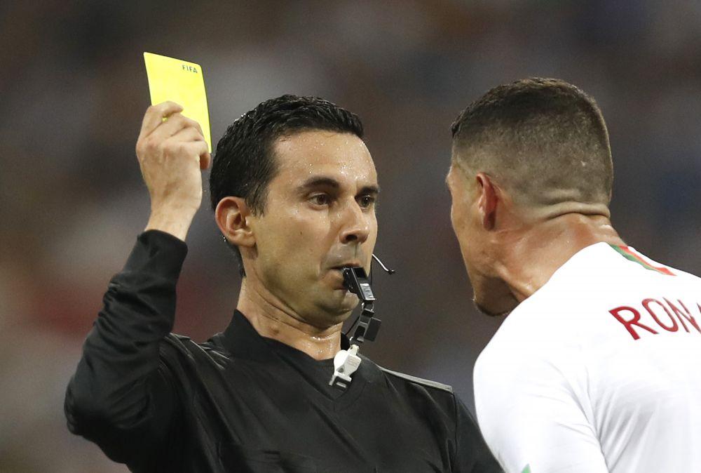 Cristiano Ronaldo, DEZLANTUIT! Ce nu s-a vazut la TV in momentul in care a primit cartonasul galben