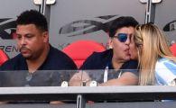 Imaginea zilei: Maradona e in filmul lui! Iubita de 27 de ani nu l-a mai lasat singur la meci :)