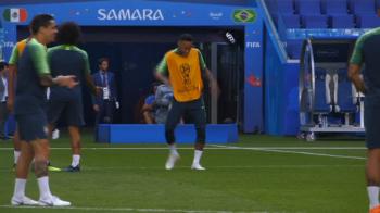 Neymar l-a IRONIZAT pe Marcelo inaintea partidei cu Mexic! Distractie la antrenamentul Braziliei! VIDEO