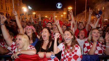 Croatii au petrecut toata noaptea! Imagini FANTASTICE de la Zagreb de la victoria cu Rusia! Mii de oameni au aprins TORTE