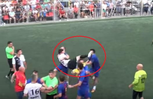 VIDEO Final nebun la un meci din Romania: o lovitura de K1 si cea mai caraghioasa bucurie pentru victorie