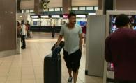 Toata lumea s-a uitat la picioarele lui Budescu pe aeroport! :)) Cum a venit incaltat