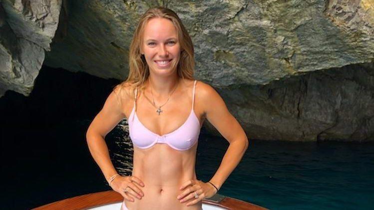 Caroline Wozniacki si-a sarbatorit ziua de nastere in costum de baie. Cum a uitat de infrangerea de la Wimbledon