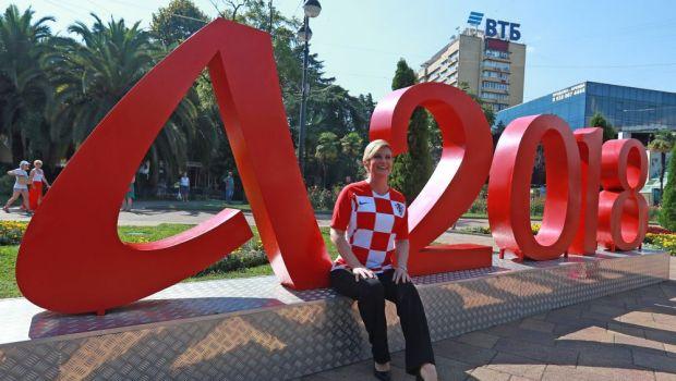 FOTO   Cadou inedit primit de Donald Trump la summit-ul NATO: presedintele Croatiei l-a luat prin surprindere dupa calificarea nationalei in finala Cupei Mondiale