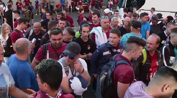 Suporterii CFR-ului au plecat cu autocarele spre Craiova! Cati vor fi diseara la meci