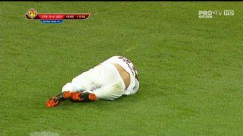 Neymar de Romania! Cum a cerut Tucudean penalty in finalul primei reprize a Supercupei. Refuzat de arbitru, s-a ridicat ca si cum nimic nu s-a intamplat