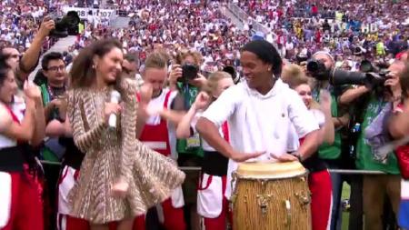 Moment demential inainte de finala! Ronaldinho a cantat Kalinka la tarabana, tot stadionul in delir