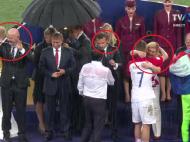 Moscova, ploaie torentiala: o singura umbrela, pentru Vladimir Putin :) Imaginile care fac inconjurul lumii