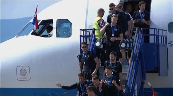 """Croatii, primiti ca niste EROI la Zagreb de 100.000 de oameni: """"Pentru noi, sunteti campioni!"""" Imagini FABULOASE"""