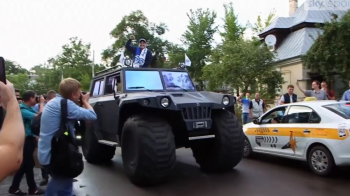 Maradona a semnat pe 3 ani si a fost prezentat ca un lider militar! Ce a facut in prima zi la Dinamo