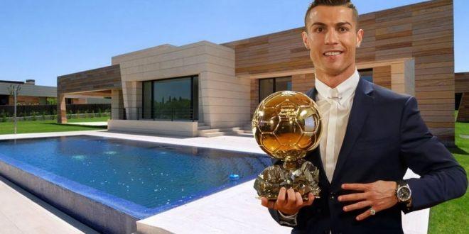 Cristiano Ronaldo si-a scos la vanzare  palatul  de la Madrid pentru ca  vrea sa se rupa complet de Spania . Suma fabuloasa pe care o cere portughezul